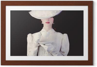 Plakát v rámu Žena v bílém viktoriánské éry oblečení s šálkem čaje