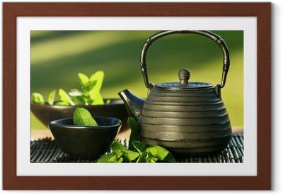 Poster en cadre Fer noir Théière asiatique avec des brins de menthe pour le thé