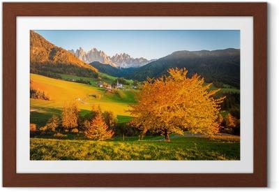 Gerahmtes Poster Dolomiten, Val di Funes, Herbstlandschaft