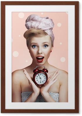 Ingelijste Poster Mooie jonge sexy pin-up girl met verrast meningsuiting
