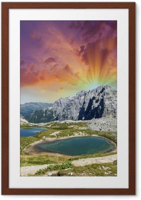 Gerahmtes Poster Wunderschöne Seen und Gipfeln der Dolomiten. Sommer Sonnenuntergang über Alpen