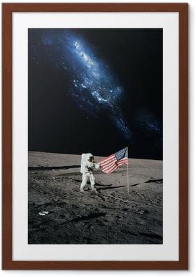Astronautti kävely kuuhun. tämän kuvan toimittamat elementit n Kehystetty juliste