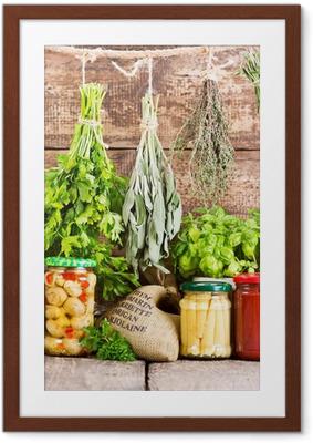Póster Enmarcado Varias hierbas frescas y alimentos enlatados