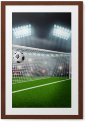 Poster en cadre Ballon de football vole dans le but