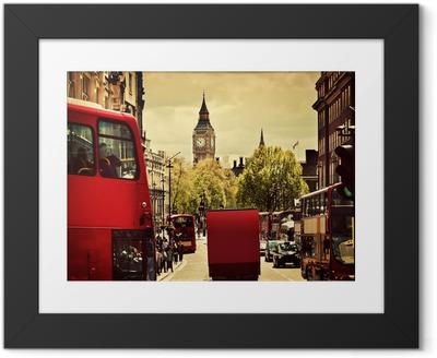 Plakat w ramie Ruchliwej ulicy w Londynie, Anglii, Wielkiej Brytanii. Czerwone autobusy, Big Ben