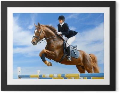 Plakat w ramie Skoczek konny - Młoda dziewczyna z jumping szczawiu konia