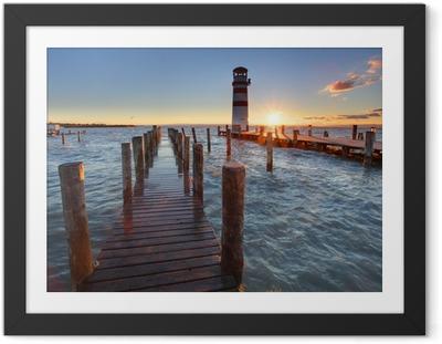 Gerahmtes Poster Leuchtturm am Neusiedler See bei Sonnenuntergang