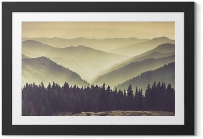 Poster en cadre Collines de montagne brumeuses