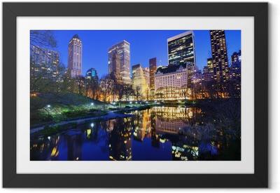 Central Park om natten i New York City Indrammet plakat