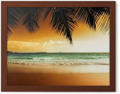 Puesta de sol en la playa del mar Caribe