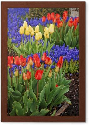 0596eda782 Canvas Kleurrijke lente tuin vol met tulpen • Pixers® - We leven om te  veranderen