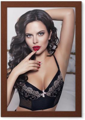 9e51e022be7fb Sexy schöne Frau mit schwarzen Haaren in Dessous