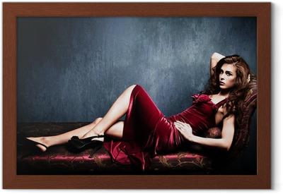 23ec262949 Carta da Parati Desireble donna bruna che indossa lingerie rossa • Pixers®  - Viviamo per il cambiamento