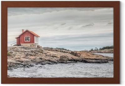 fb987e98 Rødt hus ved havet kysten i kedelige farver i efteråret Fotolærred • Pixers®  - Vi lever for forandringer