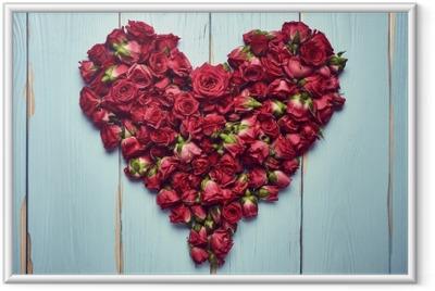 Hjerte form af roser på træ baggrund Indrammet billede