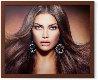 fde6a33cb6 Vinilo Pixerstick Hermosa mujer morena con el peinado de tiro • Pixers® -  Vivimos para cambiar