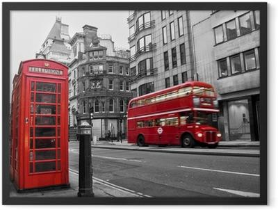 Cabine téléphonique et bus rouges à Londres (UK) Framed Poster