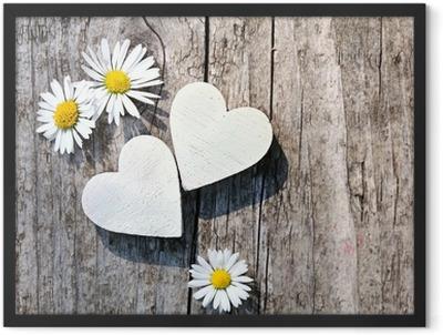 Zwei weiße Herzen & Gänseblümchen Framed Poster