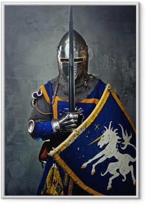 Gerahmtes Poster Mittelalterliche Ritter auf grauem Hintergrund.