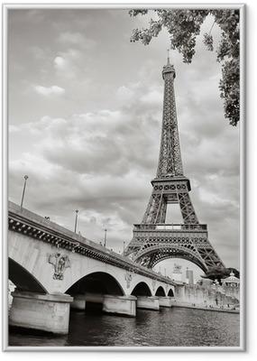 Plakat w ramie Wieża Eiffla widok z rzeki kwadratowym formacie seine