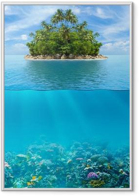 Ingelijste Poster Onderwater koraalrif zeebodem en het wateroppervlak met tropische isl