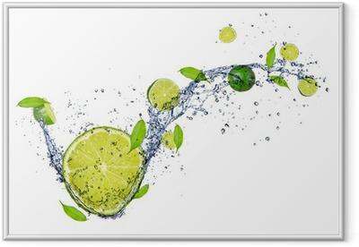 Poster en cadre Limes fraîches dans les projections d'eau, isolé sur fond blanc