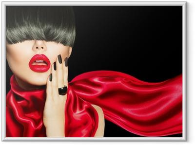 Gerahmtes Poster High Fashion Mädchen mit trendigen Frisur, Make-up und Maniküre