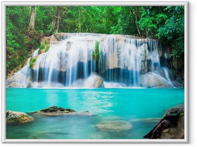 Poster in Cornice Cascata nella giungla in provincia di Kanchanaburi, in Thailandia