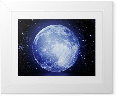 Gerahmtes Poster Der Vollmond am Nachthimmel spiegelt sich im Wasser