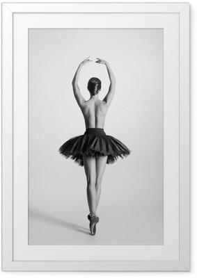 Póster Enmarcado Rastro blanco y negro de una bailarina de ballet en topless
