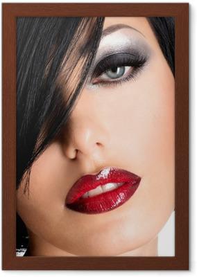 Poster Schöne Frau Mit Sexy Roten Lippen Und Augen Make Up Pixers