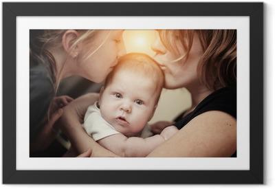 Póster com Moldura Mother and daughter kissing baby girl sister