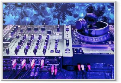 Ingelijste Poster Dj mixer met een koptelefoon