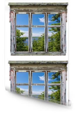 Malowniczy widok widziany przez ramy okna starego Tapeta w rolce