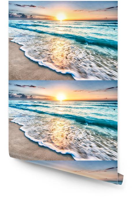 Zonsopkomst boven het strand van Cancun Behangrol - Strand en de tropen
