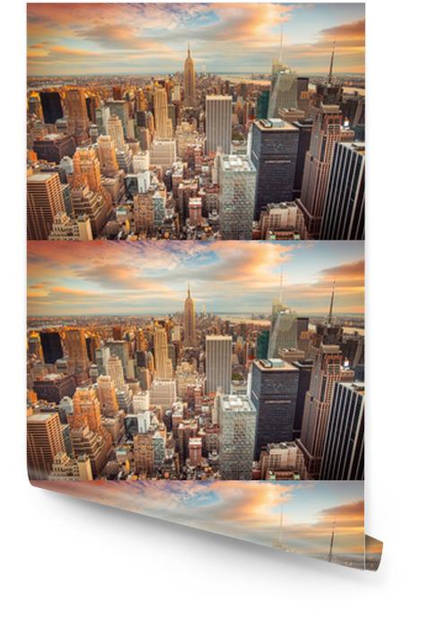 Nowojorski Manhattan w promieniach zachodzącego słońca Tapeta w rolce -